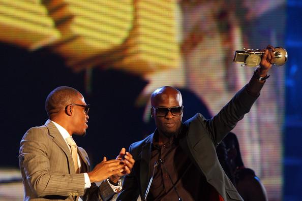 Ikechukwu raises his trophy