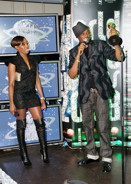 Tuface receives his award from Estelle