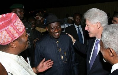 Former U.S. President Bill Clinton, second from right, talks with Nigerian Vice President Goodluck Jonathan, center, Thisday newspaper Chairman Nduka Obaigbena, left and former U.N. chief Kofi Annan, right