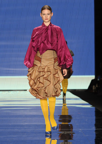 Blouson-sleeved silk shirt and ruffled skirt