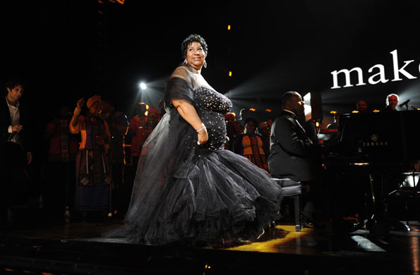 aretha-franklin-on-stage-005