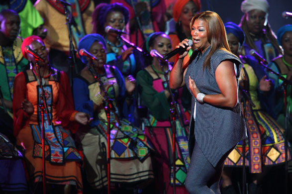 queen-latifah-performs-du-001