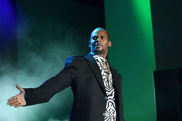 R Kelly doing his thing - His 1st Ever Performance in Africa
