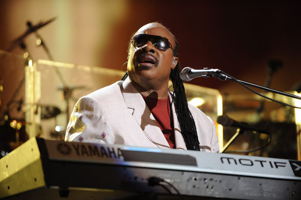 stevie-wonder-on-stage-at-007