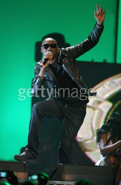 Nigerian act 2Face performs at the 2009 MAMAs. 2Face clinched 2 awards.