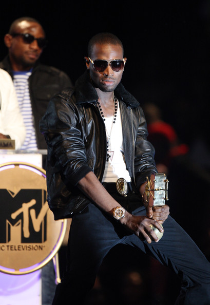 D'Banj reenacts his signature 'awards win' pose. D'Banj won Artiste of the Year for the 2nd Year running
