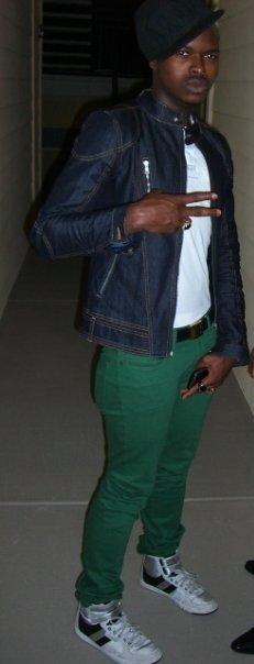 Jacket: Zara; Tshirt: Armani Exchange; Jeans: Uniqlo; Belt: Hermes; Shoe: Creative Recreation
