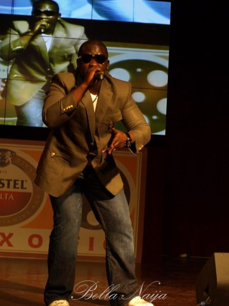 Wande Coal performs