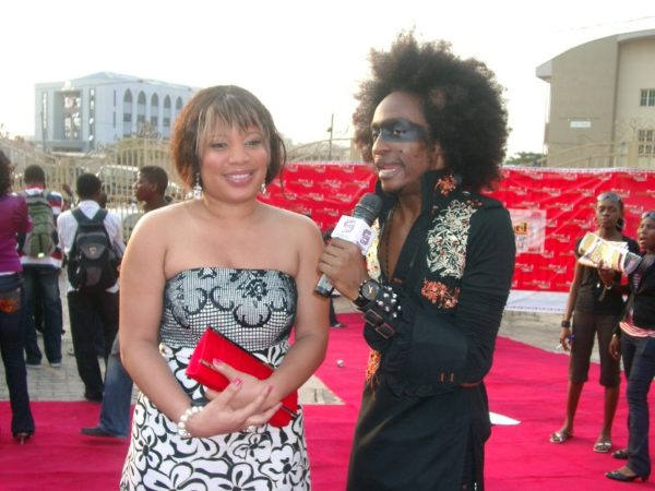 Denrele chats with Monalisa on the red carpet