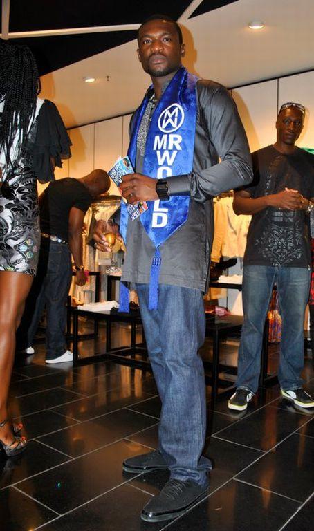 Therapy yup mango nigeria hosts fun 'shopping night' in lagos