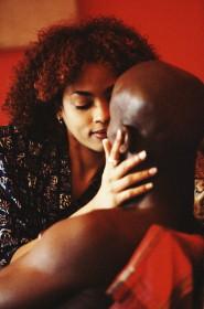 black-kissing-couple