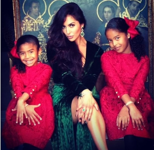 Vanessa-Bryant-and-her-daugters-on-Christmas