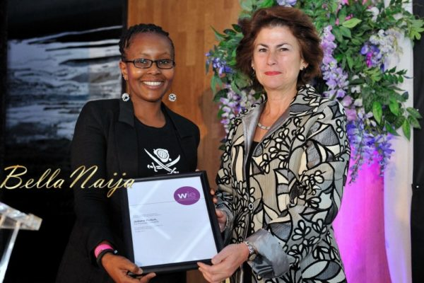 Juliana Rotich receiving the WIE Generation Award from Dame Nicola Brewer