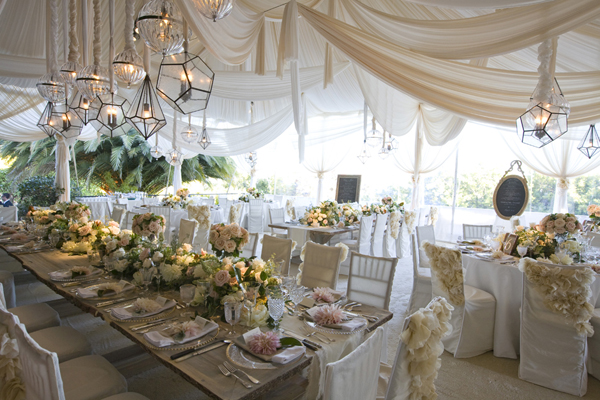 outdoor_wedding_decor_bellanaija-Tent-Decor-02-mindy-weiss