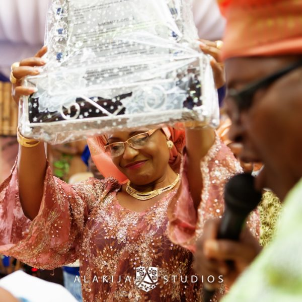 Abisoye_Lanre_Yoruba_Traditional_Engagement_Wedding_Jide_Alakija_Studios_Nigerian_BellaNaijaIMG_6543