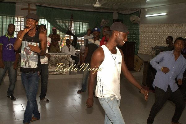 Iyanya celebrates his Birthday with Ikoyi Prison Inmates - October 2013 - BellaNaija002