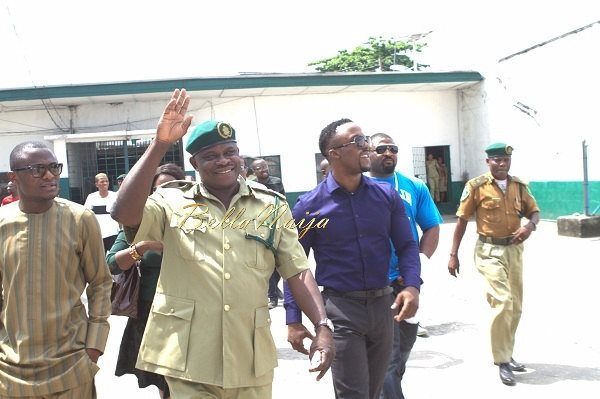 Iyanya celebrates his Birthday with Ikoyi Prison Inmates - October 2013 - BellaNaija003