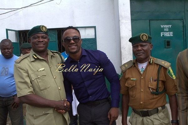 Iyanya celebrates his Birthday with Ikoyi Prison Inmates - October 2013 - BellaNaija006