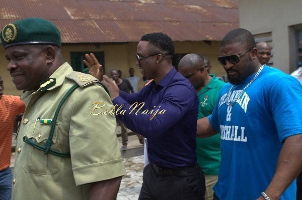 Iyanya celebrates his Birthday with Ikoyi Prison Inmates - October 2013 - BellaNaija010