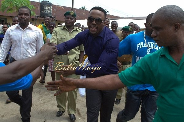 Iyanya celebrates his Birthday with Ikoyi Prison Inmates - October 2013 - BellaNaija011