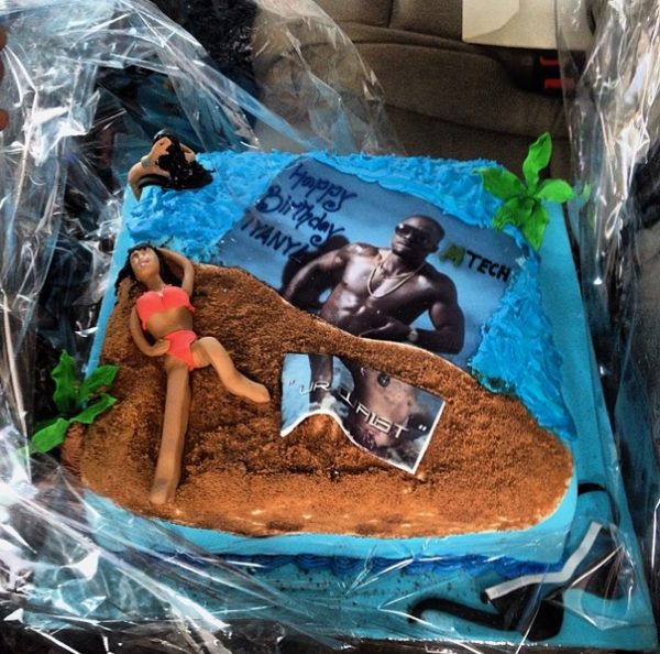 Iyanya's Birthday Cake - October 2013 - BellaNaija 02