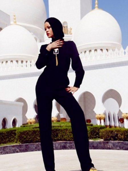 Rihanna - Abu Dhabi Mosque - January 2014 - BellaNaija