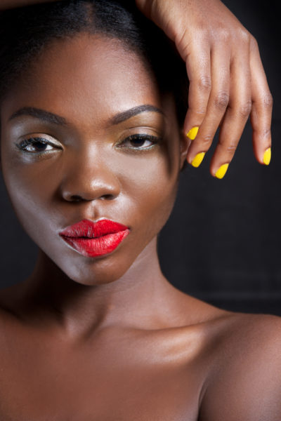red_lip_+_yellow_nails_02_barbara1923