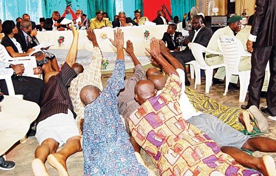 http://www.bellanaija.com/wp-content/uploads/2014/04/Oyo-State-Inmates-Released-in-Decongestion-Exercise-Bella-Naija.jpg