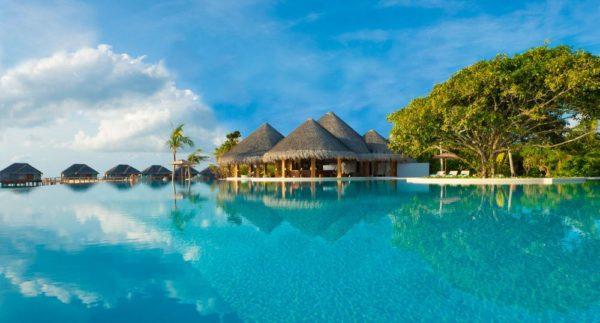Dusit Thani Maldives - Swimming Pool