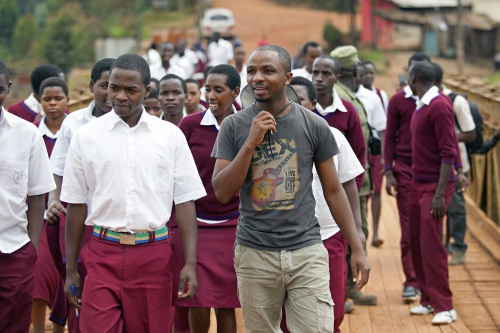 Rolex Young Laureate 2014Olivier Nsengimana looks for Grey Crowned Cranes in the Rugezi marshlands with a class of students