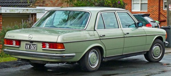 Mercedes-Benz 200 or Regular