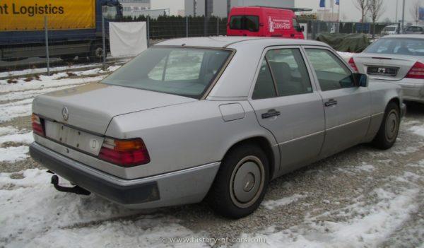 Mercedes-Benz 200E or V boot