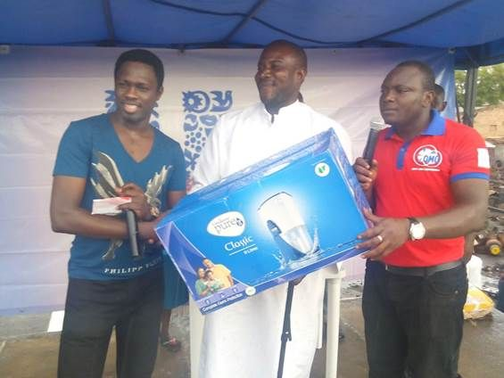 Ali Nuhu giving out a prize to a lucky winner in Sokoto State