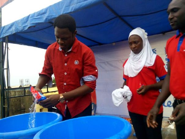 Ali Nuhu demonstrating the power of the New OMO Fast Action in Kebbi