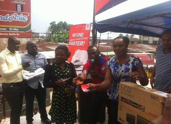 Chioma Akpotha rewarding consumers in Aba
