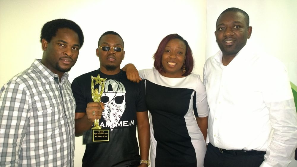 Olamide celebrates NEA Win with Etisalat Office - Bellanaija - September2014002