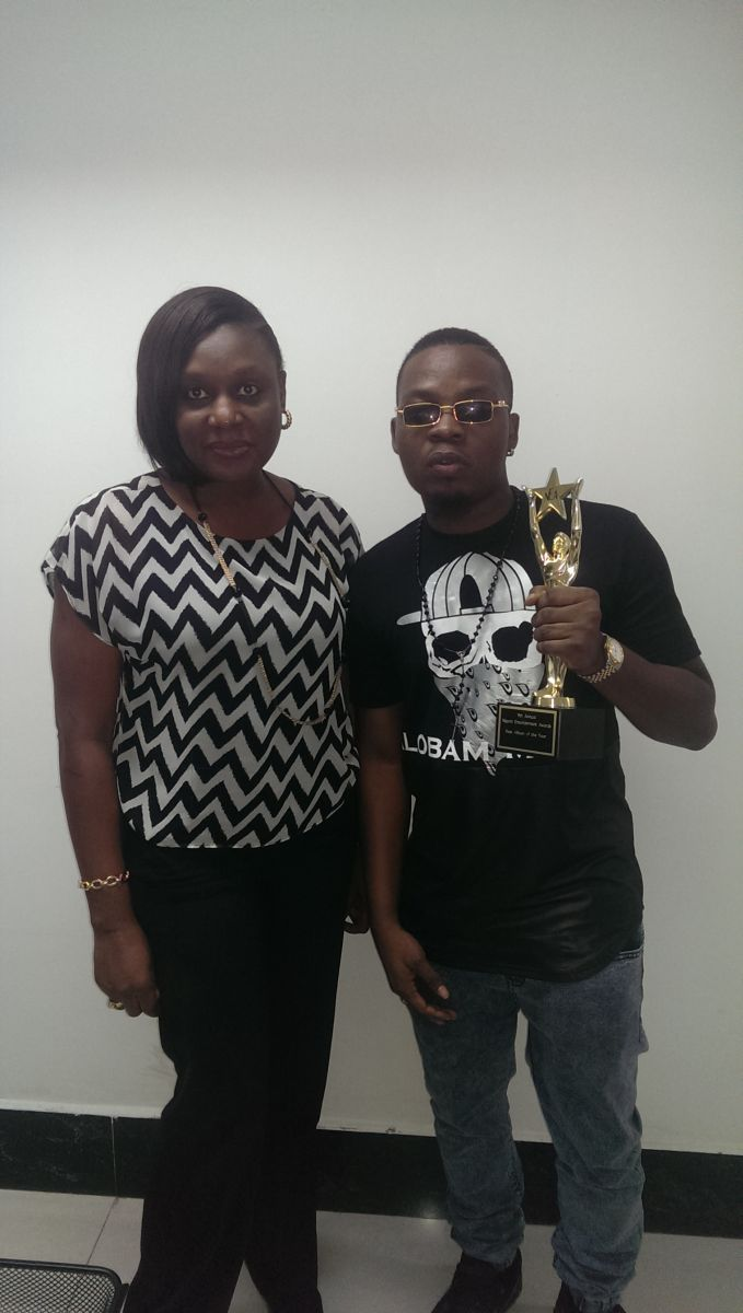 Olamide celebrates NEA Win with Etisalat Office - Bellanaija - September2014003