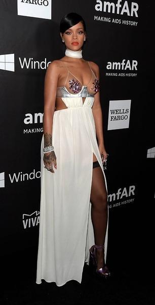 Miley Cyrus Rihanna 2014 AmFar (6)