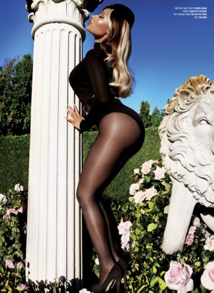 3-Nicki-Minaj-by-Mario-Testino-for-V-Magazine-700x954