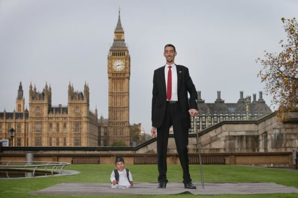 World's Tallest And Shortest Men Meet For Guinness World Records Day