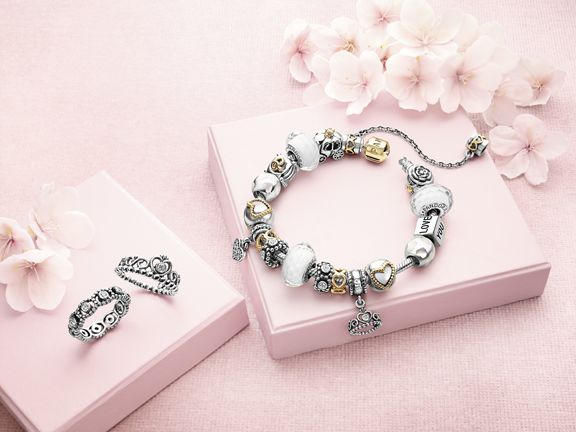 Examples of PANDORA's exclusive and feminine jewellery, that including bracelets, rings, earrings and necklaces