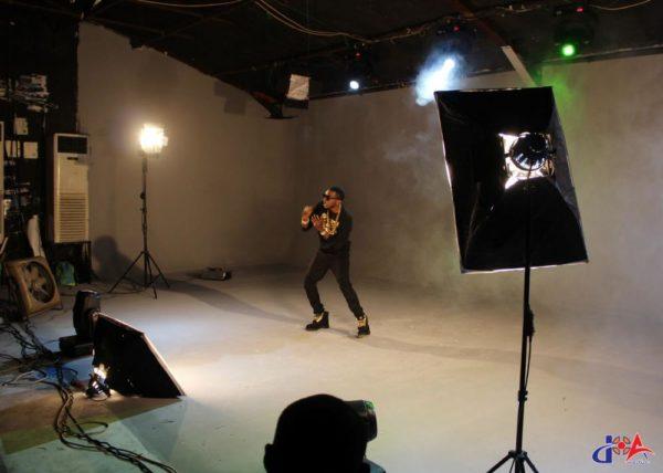 May-D-Behind-The-Scenes-Ibadi-Video-Shoot-December-2014-BellaNaija021