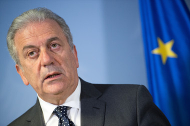 EU Commissioner Avramopoulos meets with German Interior Minister de Maiziere