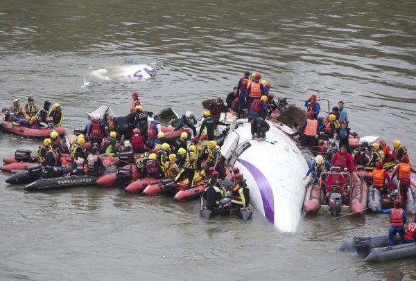 TransAsia Airways Plane Crashes In Taipei