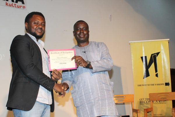 Olusola Teniola presenting a certificate to one of the  honorees