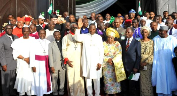 PIC  20. PRESIDENT   GOODLUCK  JONATHAN; FIRST LADY, DAME PATIENCE JONATHAN; VICE-PRESIDENT-ELECT, PROF.  YEMI OSIBANJO  (2ND L) AND HIS WIFE, MRS.  DOLAPO  OSIBANJO; SENATE PRESIDENT, DAVID MARK; FORMER HEAD OF STATE; GEN YAKUBU GOWON; PRESIDENT, CHRISTIAN ASSOCIATION OF NIGERIA, PASTOR AJO ORITSEJAFOR AFTER THE 2015 PRESIDENTIAL THANKSGIVING AND INAUGURATION INTERDENOMINATIONAL CHURCH SERVICE AT THE NATIONAL CHRISTIAN CENTRE ABUJA ON SUNDAY (24/5/15). 2742/24/5/2015/ice/NAN