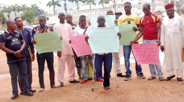 PIC. 7. ABUJA BOMB BLAST VICTIMS PROTESTING ALLEGED NEGLIGENCE BY  APPROPRIATE GOVERNMENT ORGANS, AT THE NATIONAL ASSEMBLY IN ABUJA ON  WEDNESDAY (13/5/15). 2546/13/5/2015/JAU/BJO/CH/NAN