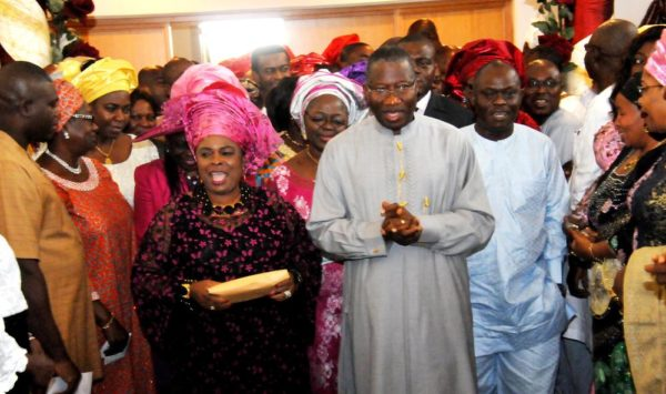 PIC.7. PRESIDENT GOODLUCK JONATHAN; FIRST LADY, DAME PATIENCE JONATHAN AND MEMBERS  OF THEIR  FAMILY DANCING  TO THE ALTAR DURING A SPECIAL THANKSGIVING CHURCH SERVICE BY THE FIRST FAMILY AT  THE ASO VILLA CHAPEL IN ABUJA ON SUNDAY    (17/5/15). 2630/17/5/2015/ICE/HF/NAN