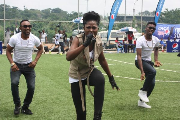 Debbie Rise of Nigerian Idol Performing at the Selection Exercise