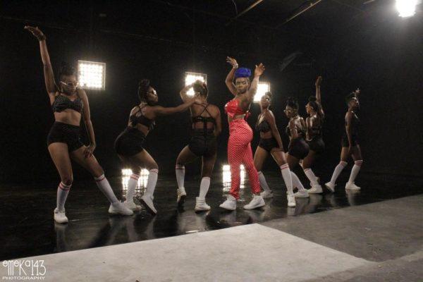 Yemi Alade - Pose B-T-S (11)